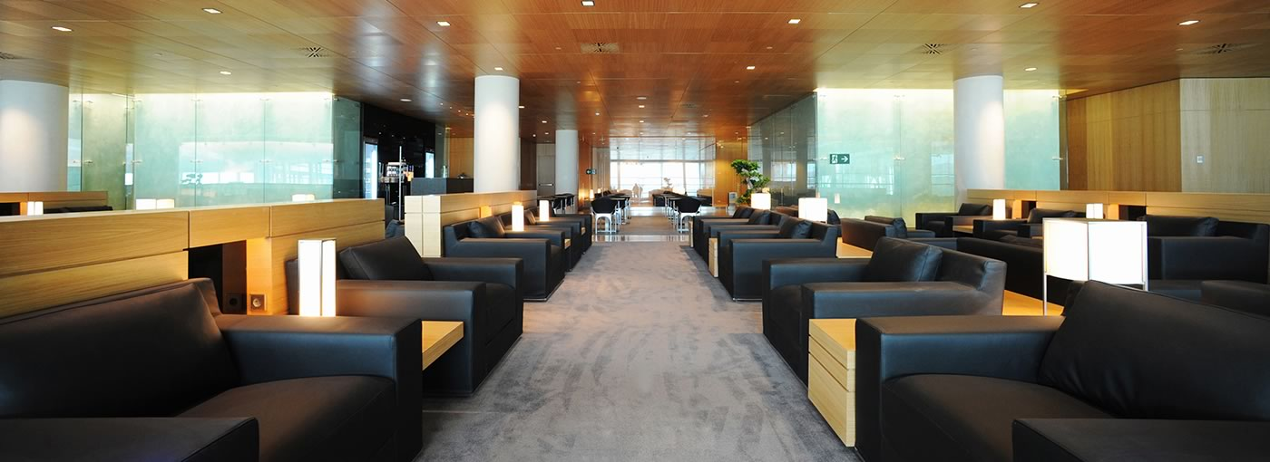 Premium Air Lounge. Vip lounge Pau Casals at Barcelona airport. Best VIP lounge of the world by Priority Pass. Shengen flyes.